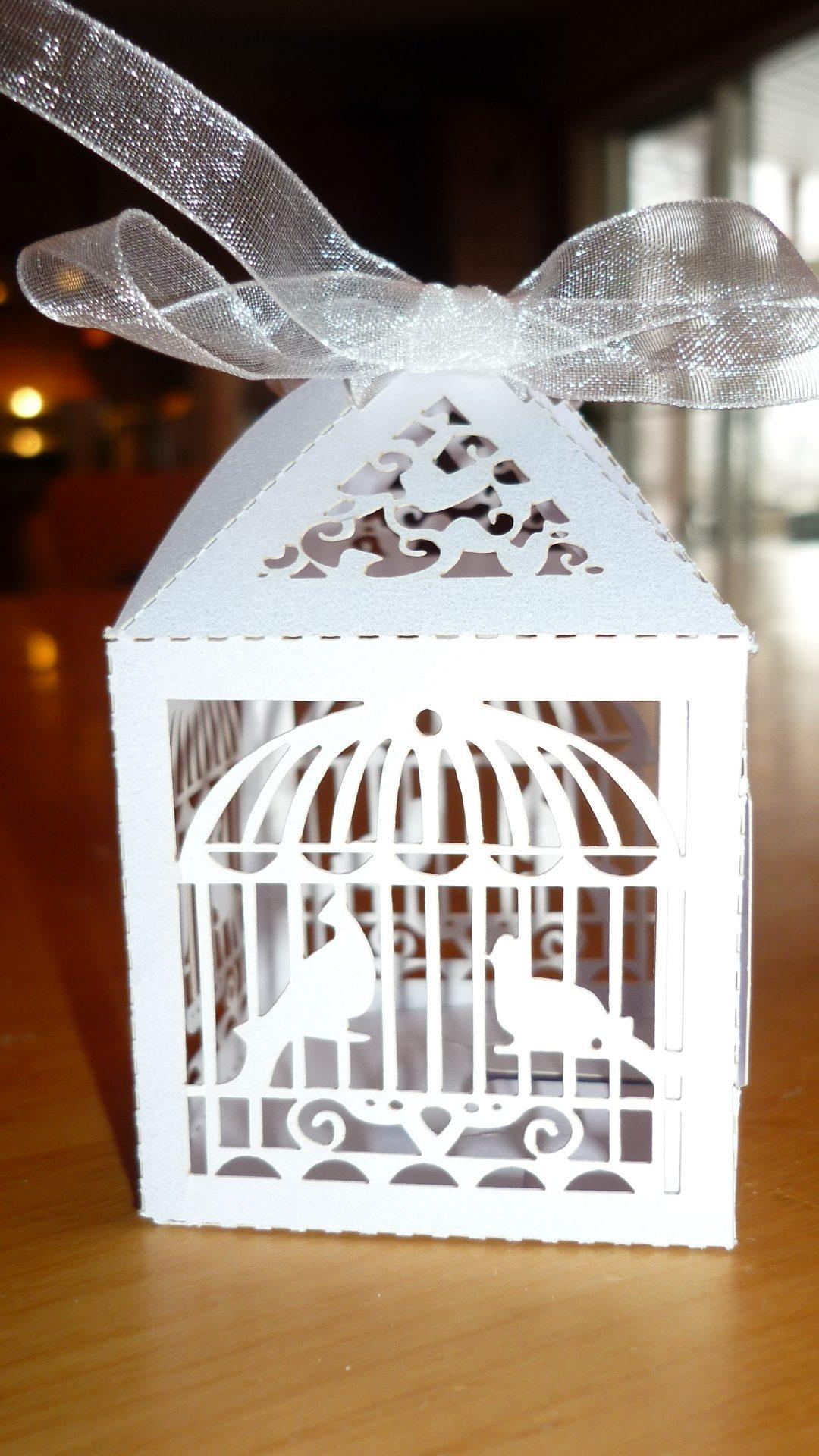 boite cadeau pour bijoux avec deux ailes. Black Bedroom Furniture Sets. Home Design Ideas
